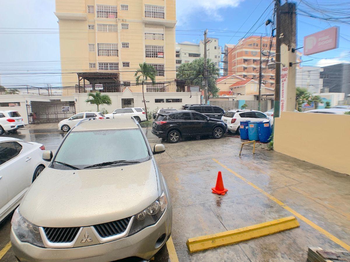 15 de 15: 3 estacionamientos propios