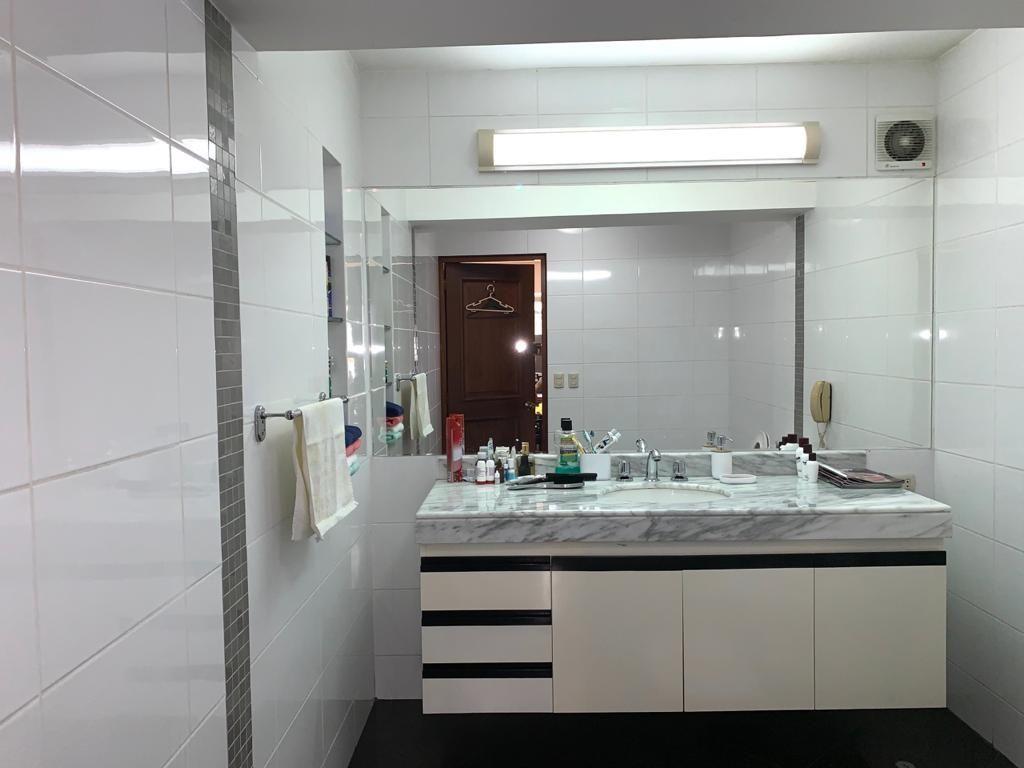 6 de 10: Baño oficina principal