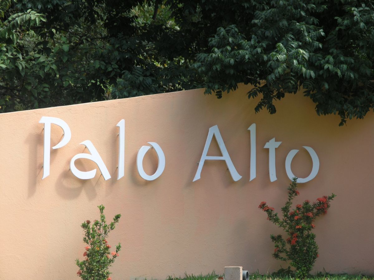 2 of 9: Entry to Palo Alto residential community
