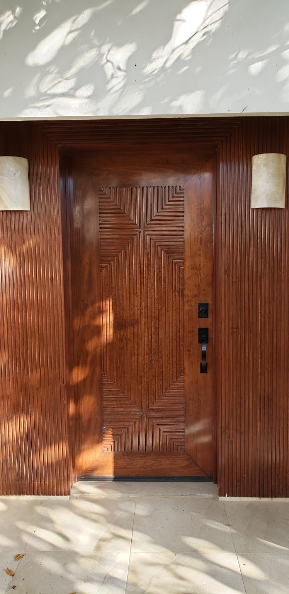19 of 24: puerta principal