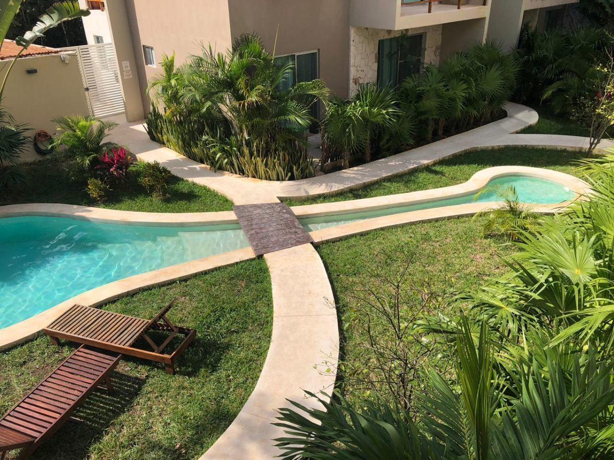 11 de 11: detalle jardin y piscina común