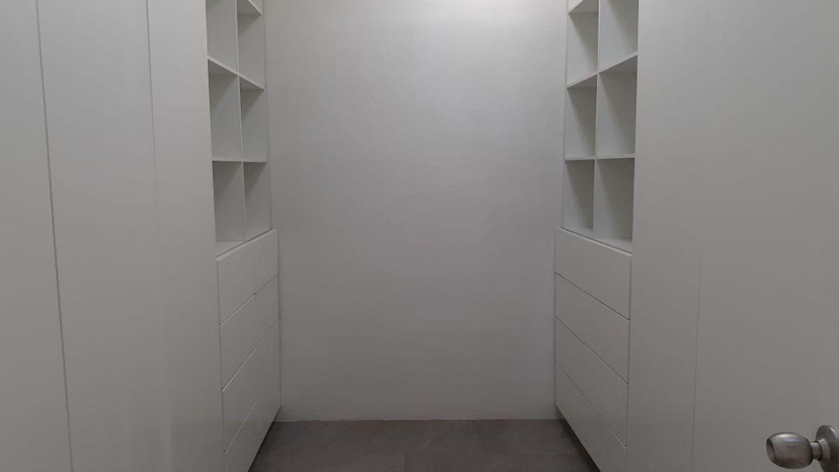 12 de 36: Closet Vestidor Recámara Principal