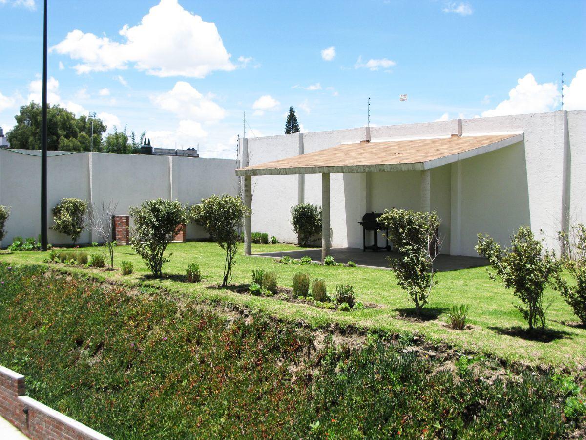 4 de 14: Jardín y área de asador para el uso común.