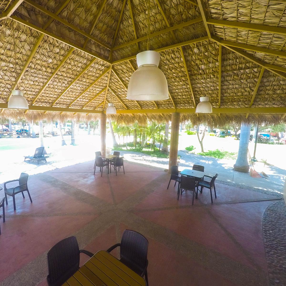 26 de 27: Casas club amplia para reuniones