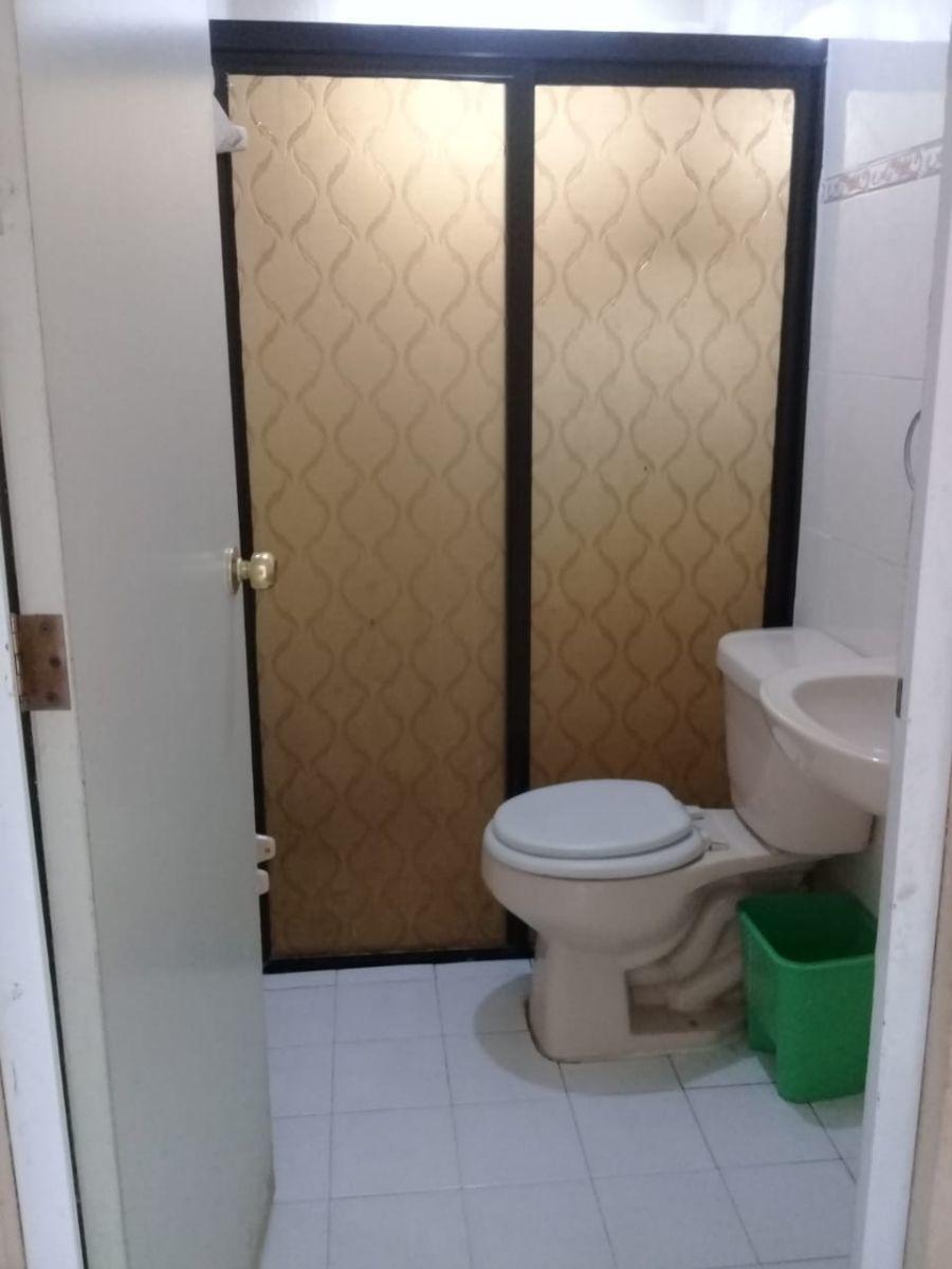 5 de 8: baño completo en excelente estado