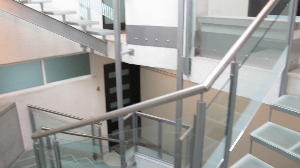 4 de 20: Escalera con elevador para pequeño para el super.