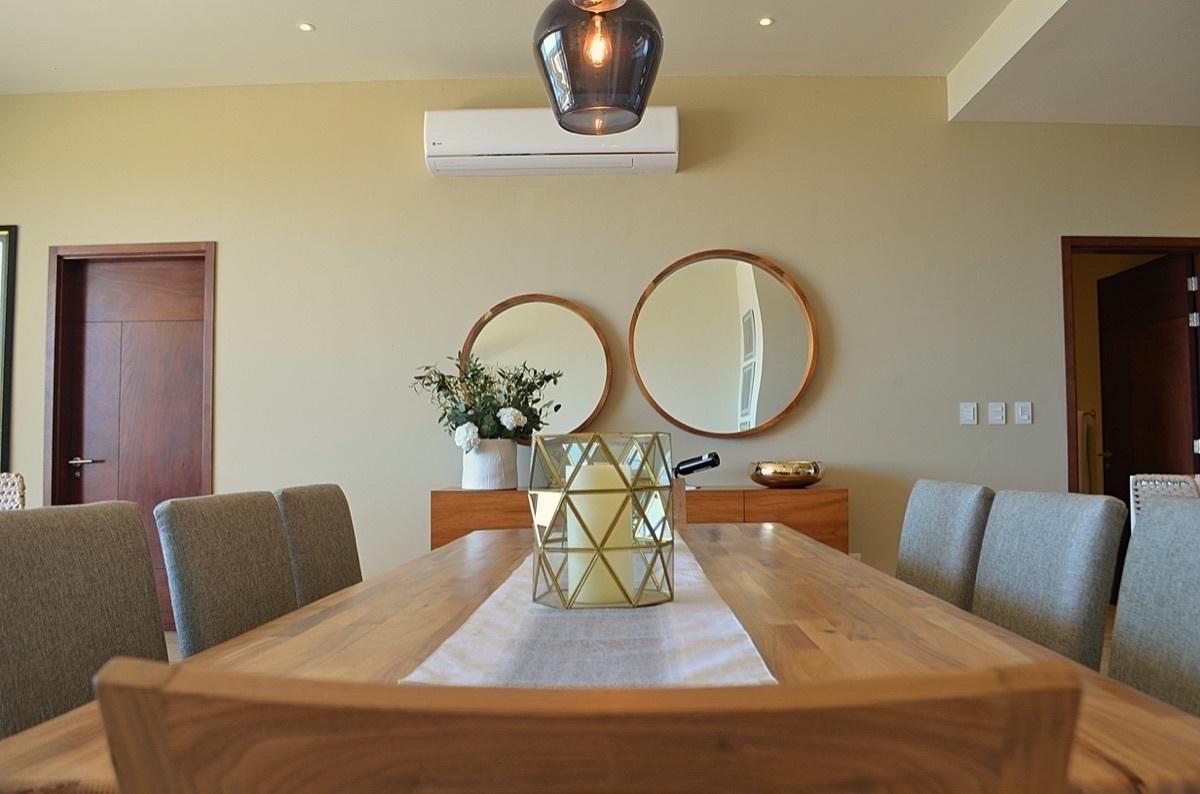 5 de 31: Dinning table