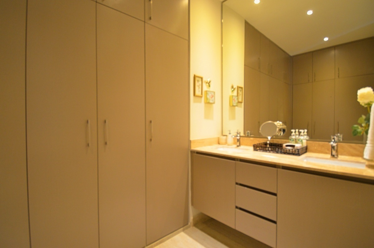 18 de 31: Master Bathroom, Walking Closet