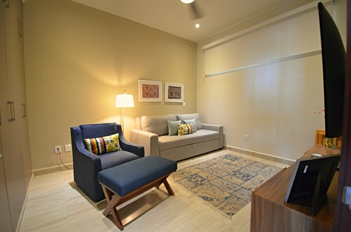 26 de 31: TV Room / Bedroom 3 with Sofa Bed