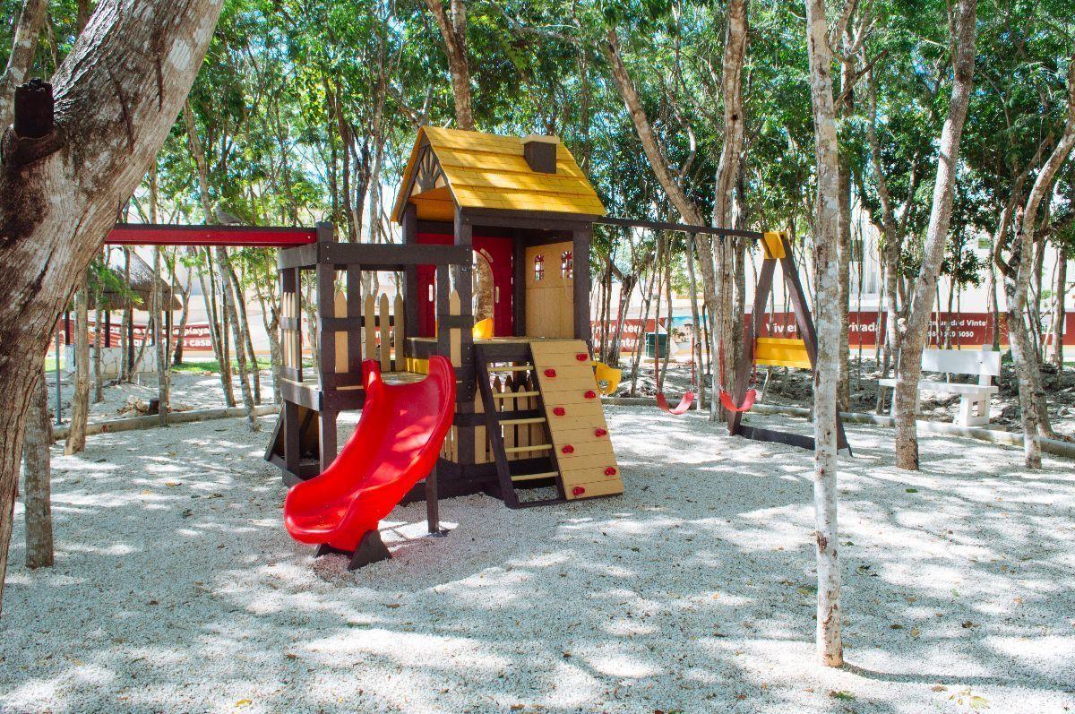 4 de 15: Área de Juegos Infantiles