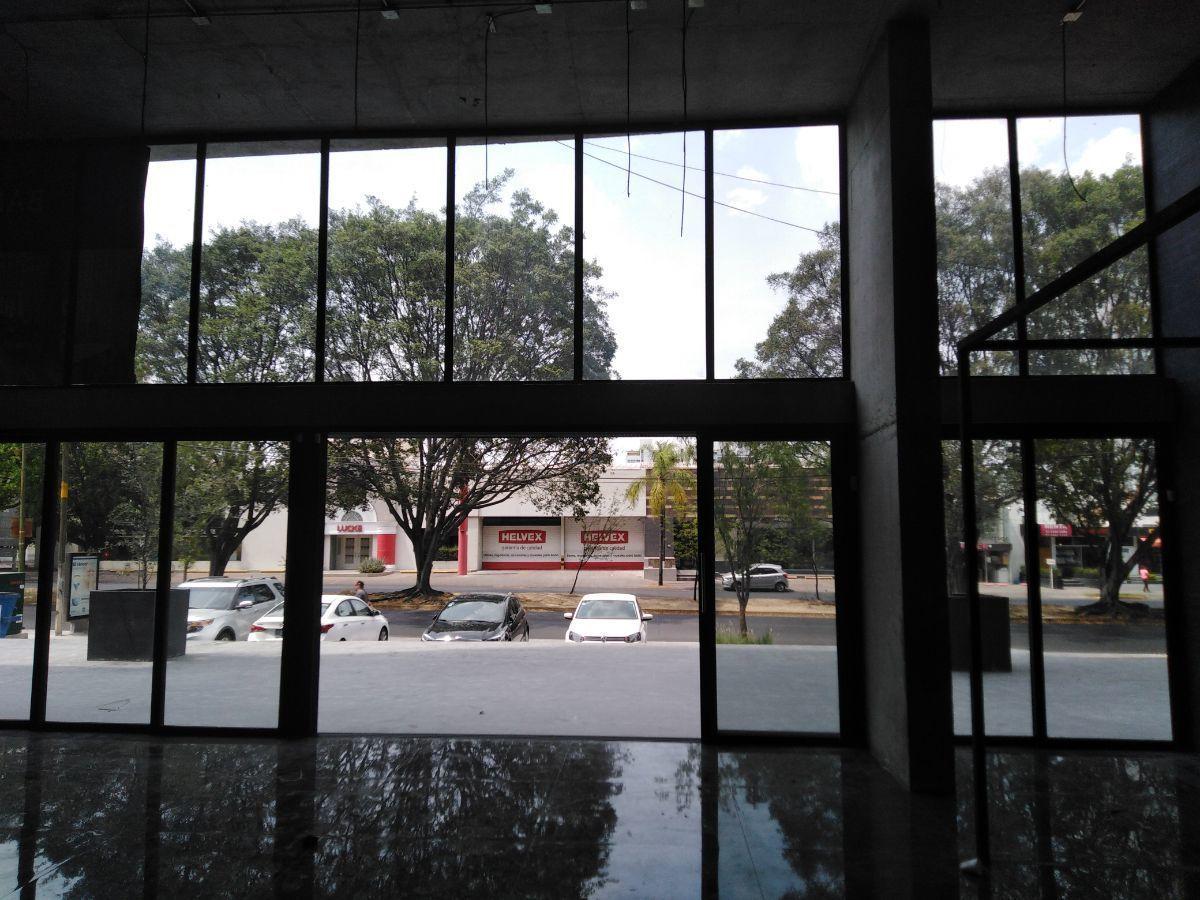 6 de 16: interior Vista a Av. Niños Héroes