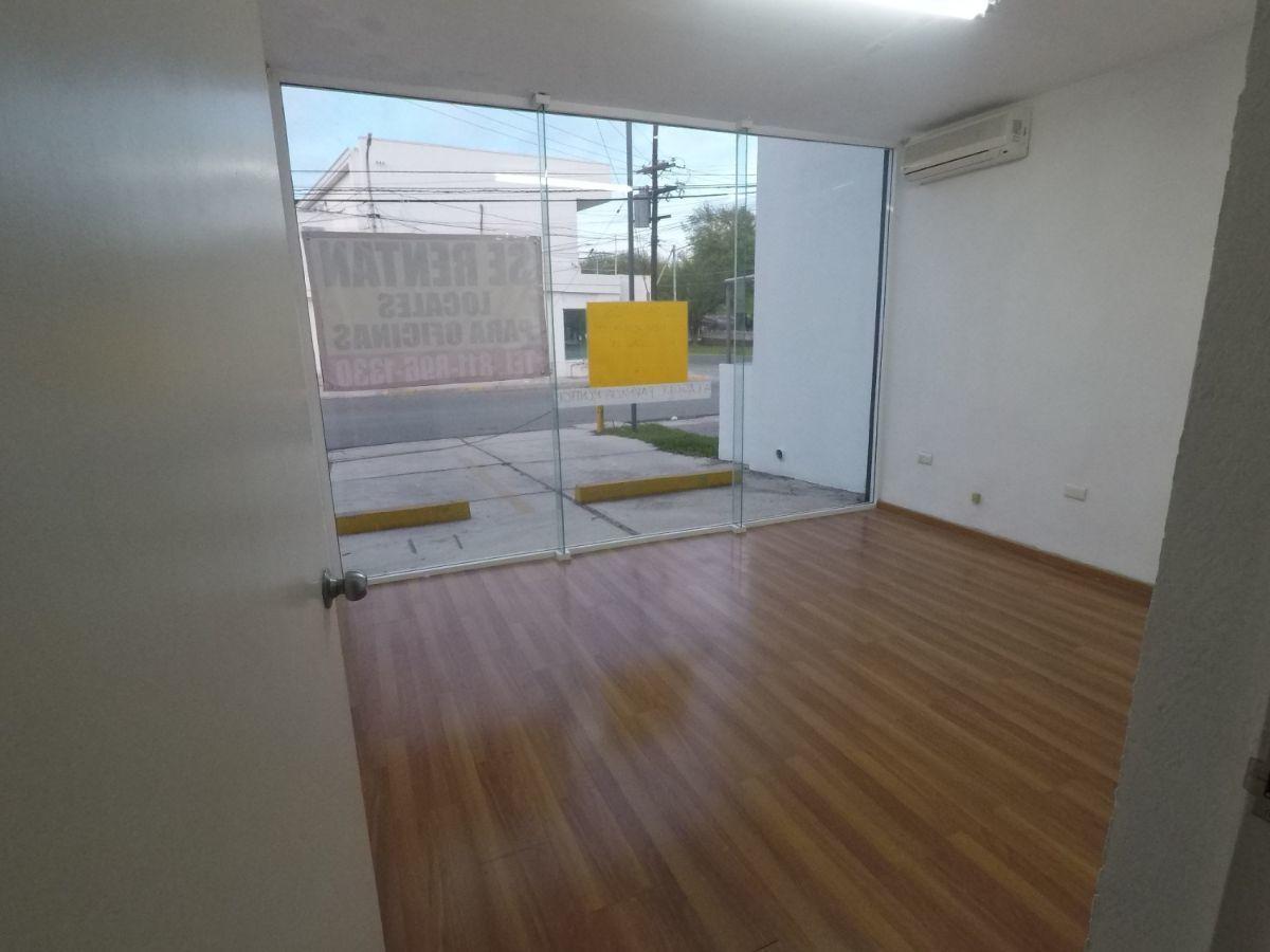 3 de 9: Amplios espacios climatizados con ventanal de piso a techo
