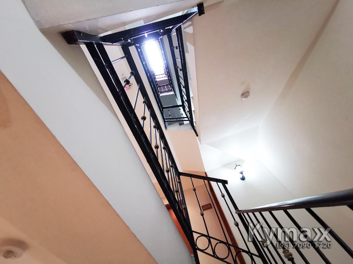 15 de 46: Cubo de luz escaleras