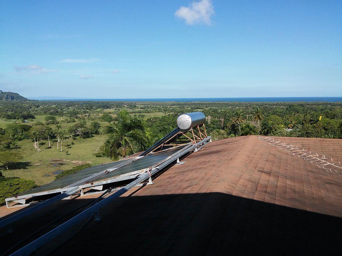 2 de 7: Paneles y calentador de agua solar. No facturas!