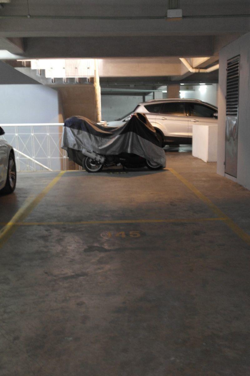 6 de 11: Estacionamiento