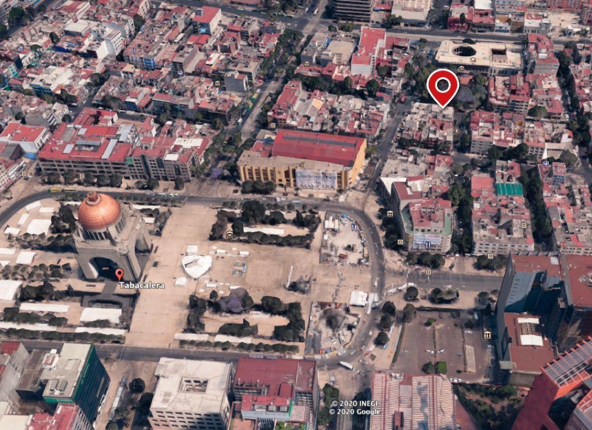 9 of 15: Dos cuadras del Monumento a la Revolución