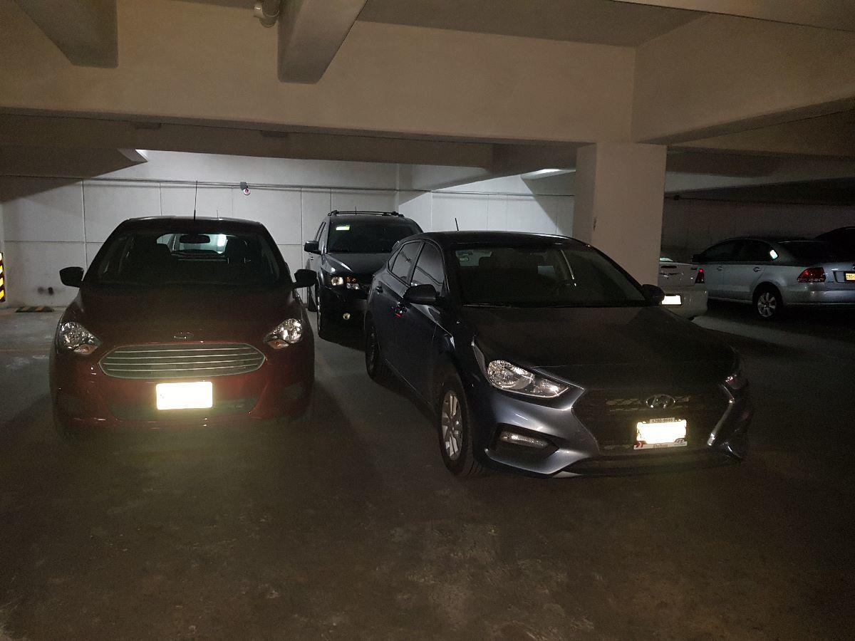 13 de 19: estacionamiento techado