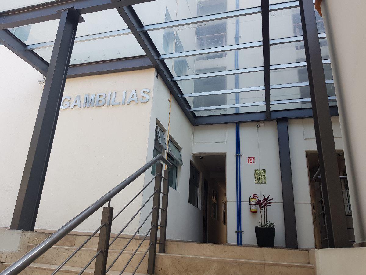 2 de 19: acceso al edificio