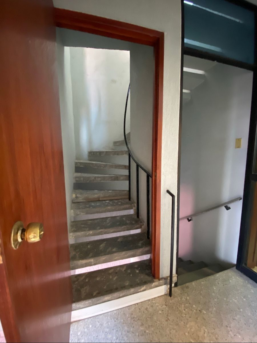 14 de 16: Escaleras a segundo piso(azotea)