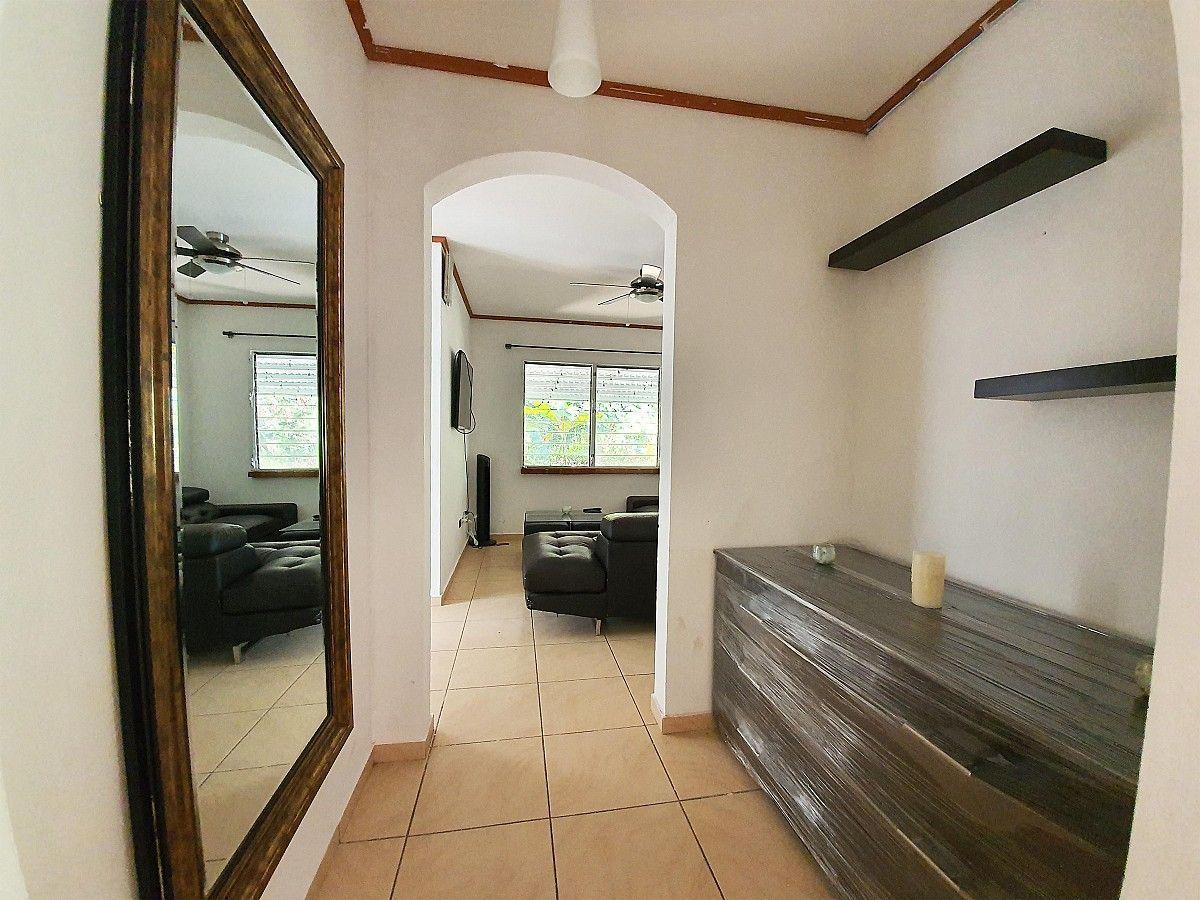 3 de 12: Casa en La Hacienda - Vestibulo