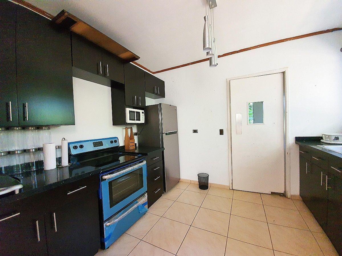 7 de 12: Casa en La Hacienda - Cocina