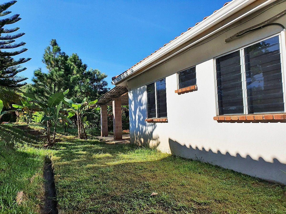 11 de 12: Casa en La Hacienda - Vista Secundaria