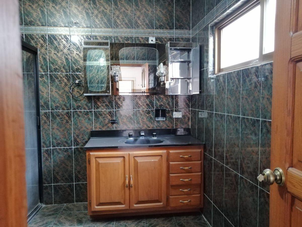 12 de 15: baños amplios en las cuatro recámaras