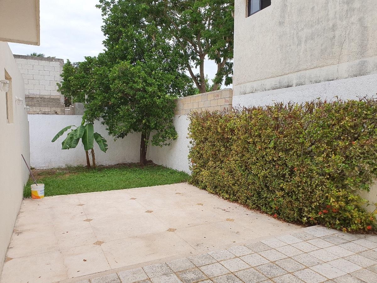 15 de 16: Terraza y jardin