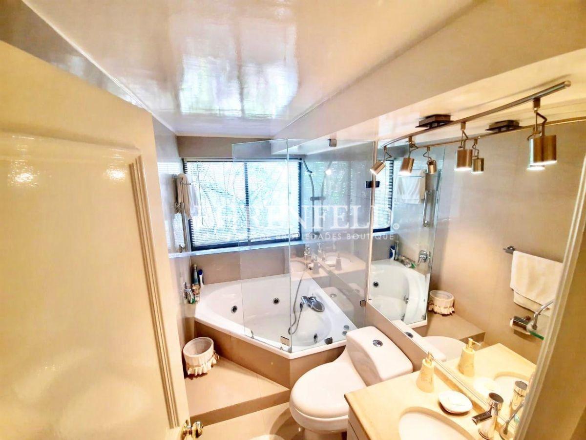 20 de 26: Baño en suite con jacuzzi