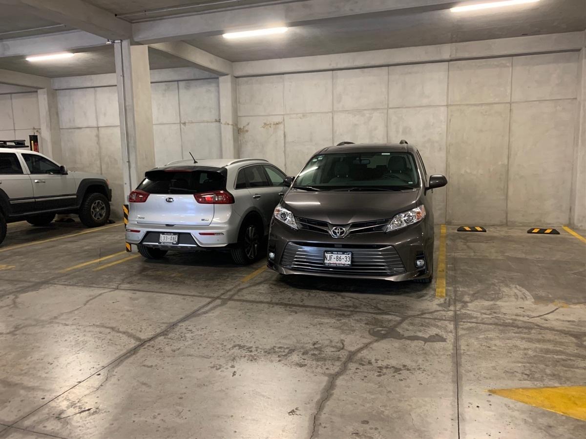 14 de 14: 2 lugares de estacionamiento
