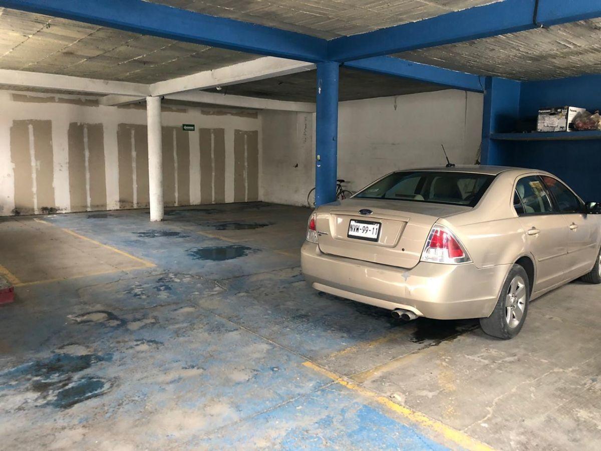 7 de 12: Estacionamiento techado