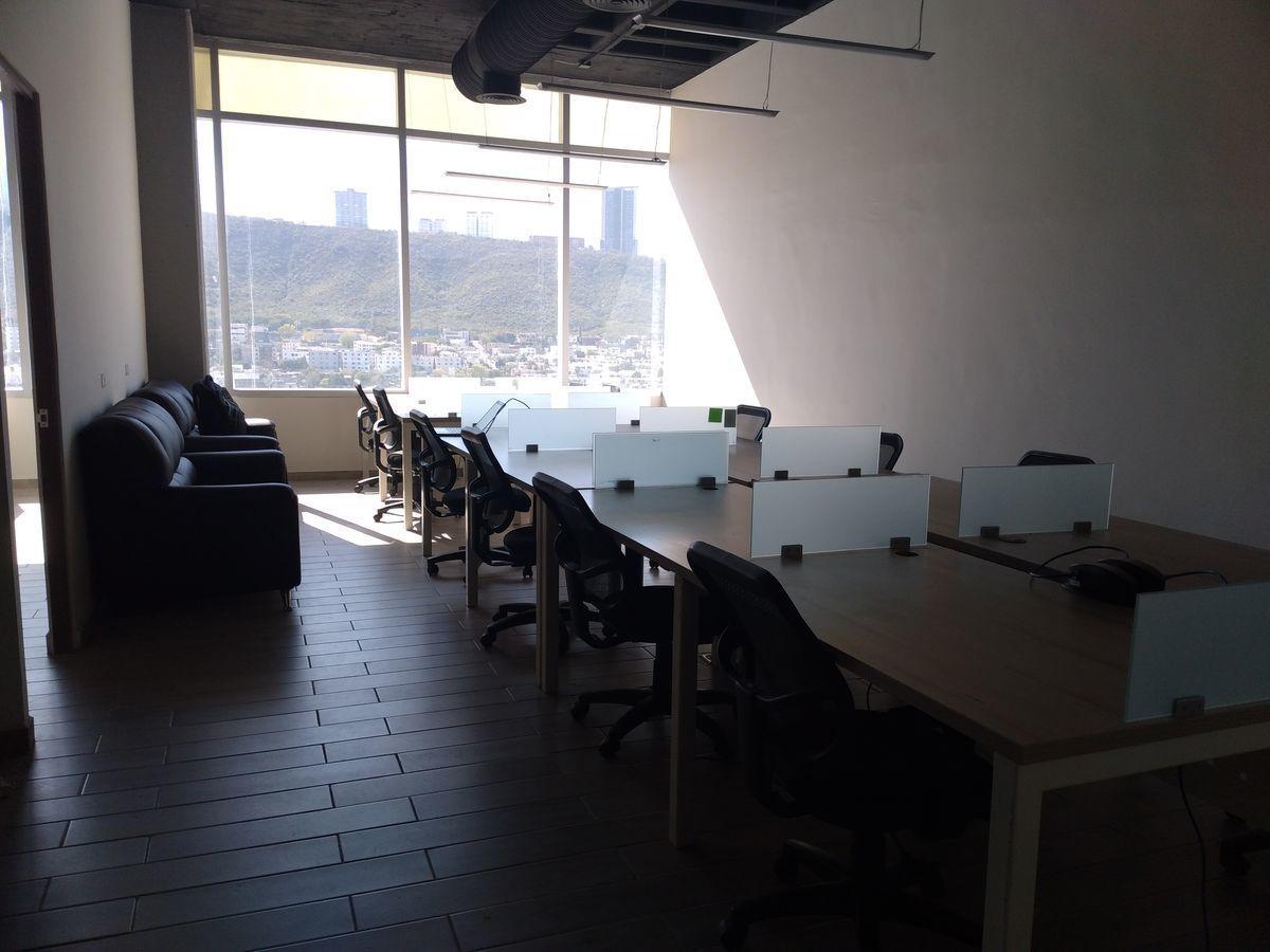 6 de 16: área abierta con 12 modulos de computo
