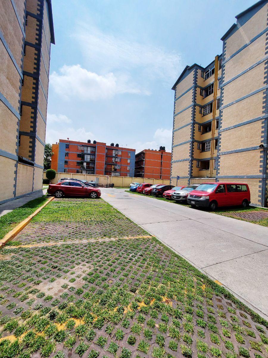 18 de 18: Vista saliendo del Edificio (dentro del Fraccionamiento)
