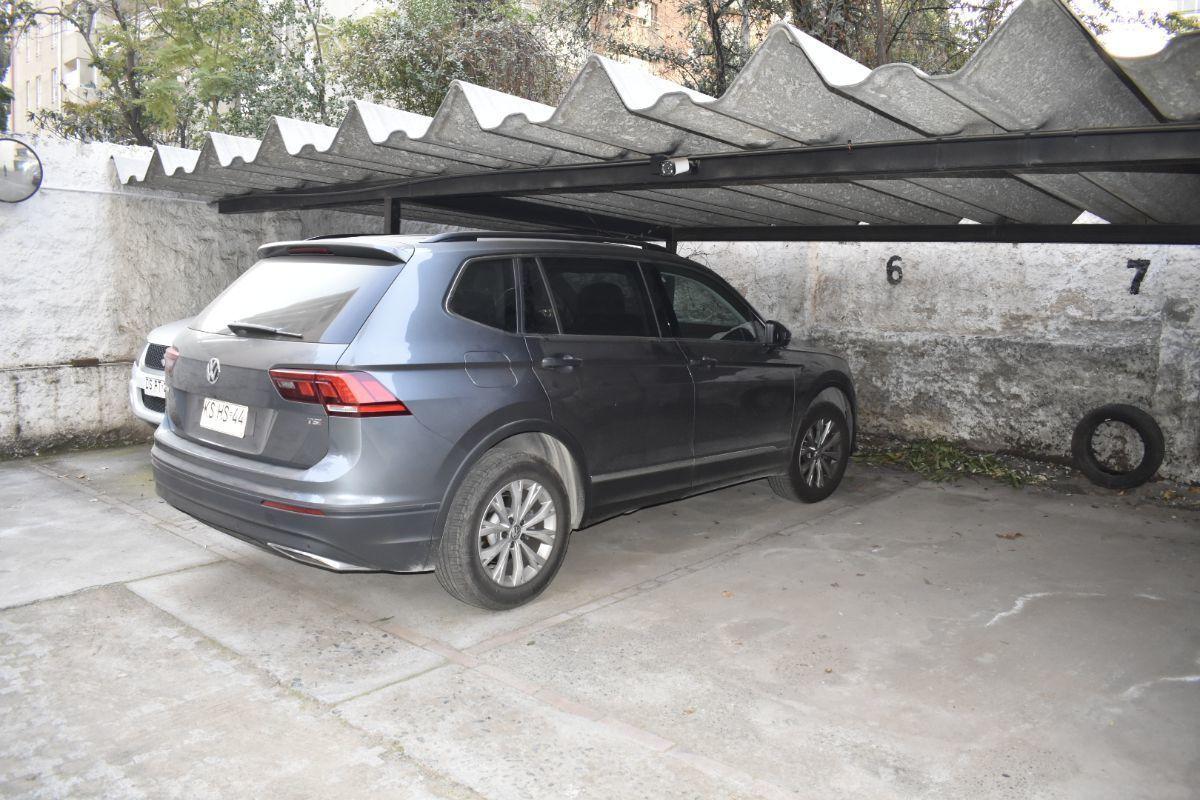 19 de 19: Estacionamiento techado