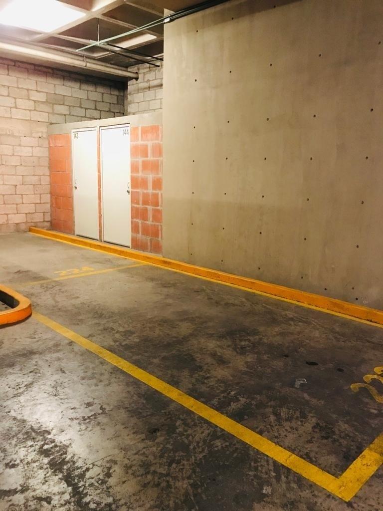 23 de 28: 2 estacionamientos 2 bodegas
