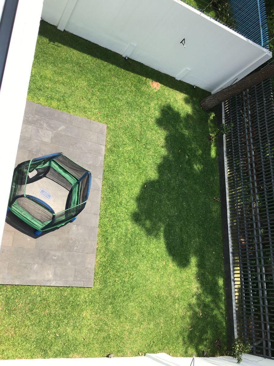 33 de 40: Vista del jardin desde la terraza