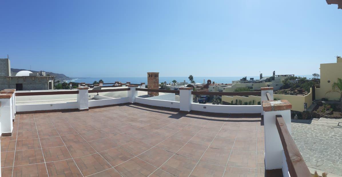 8 de 16: Terraza con vista al mar.