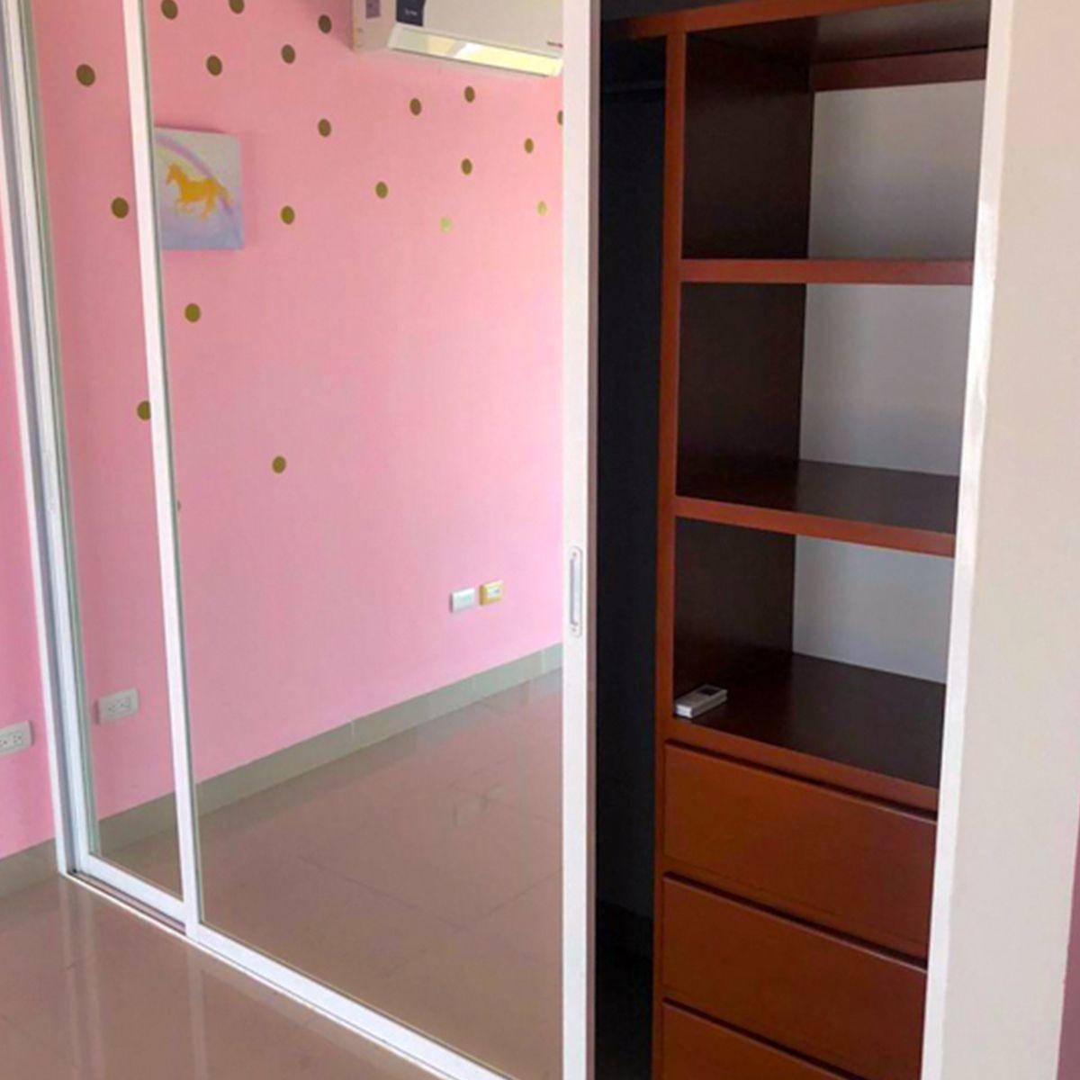 7 de 11: Amplios closets en cada habitacion