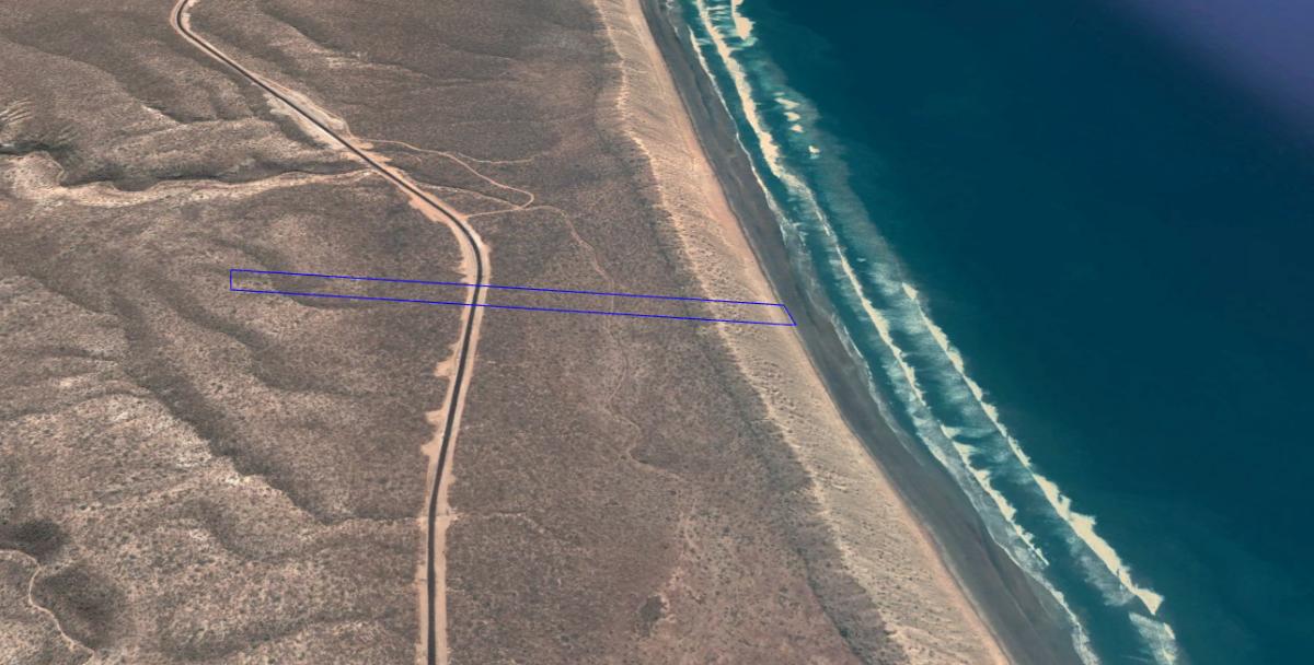 6 de 6: panorama general playa y carretera