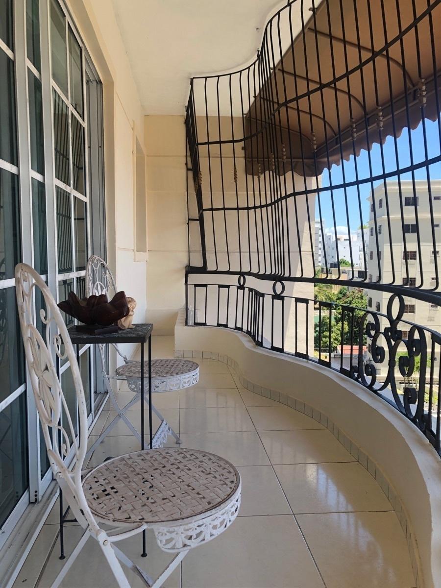 2 de 34: Amplio balcon