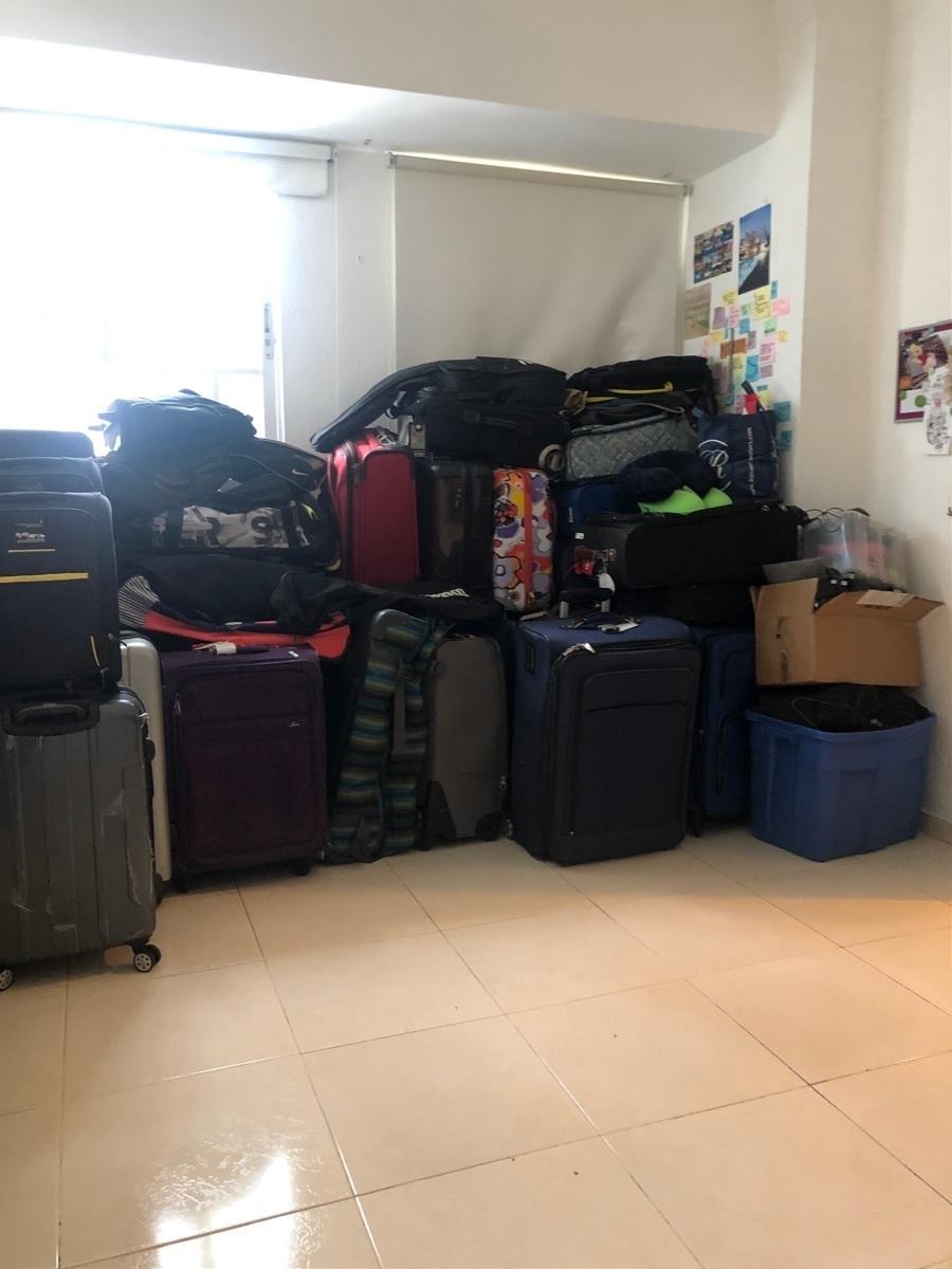 29 de 34: Muchas maletas, tienes una habitación de desahogo