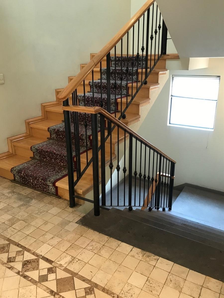 12 de 24: Escaleras madera y cantera