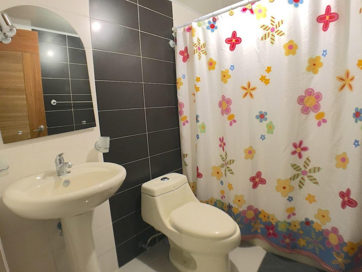 11 de 12: Baño habitación secundaria