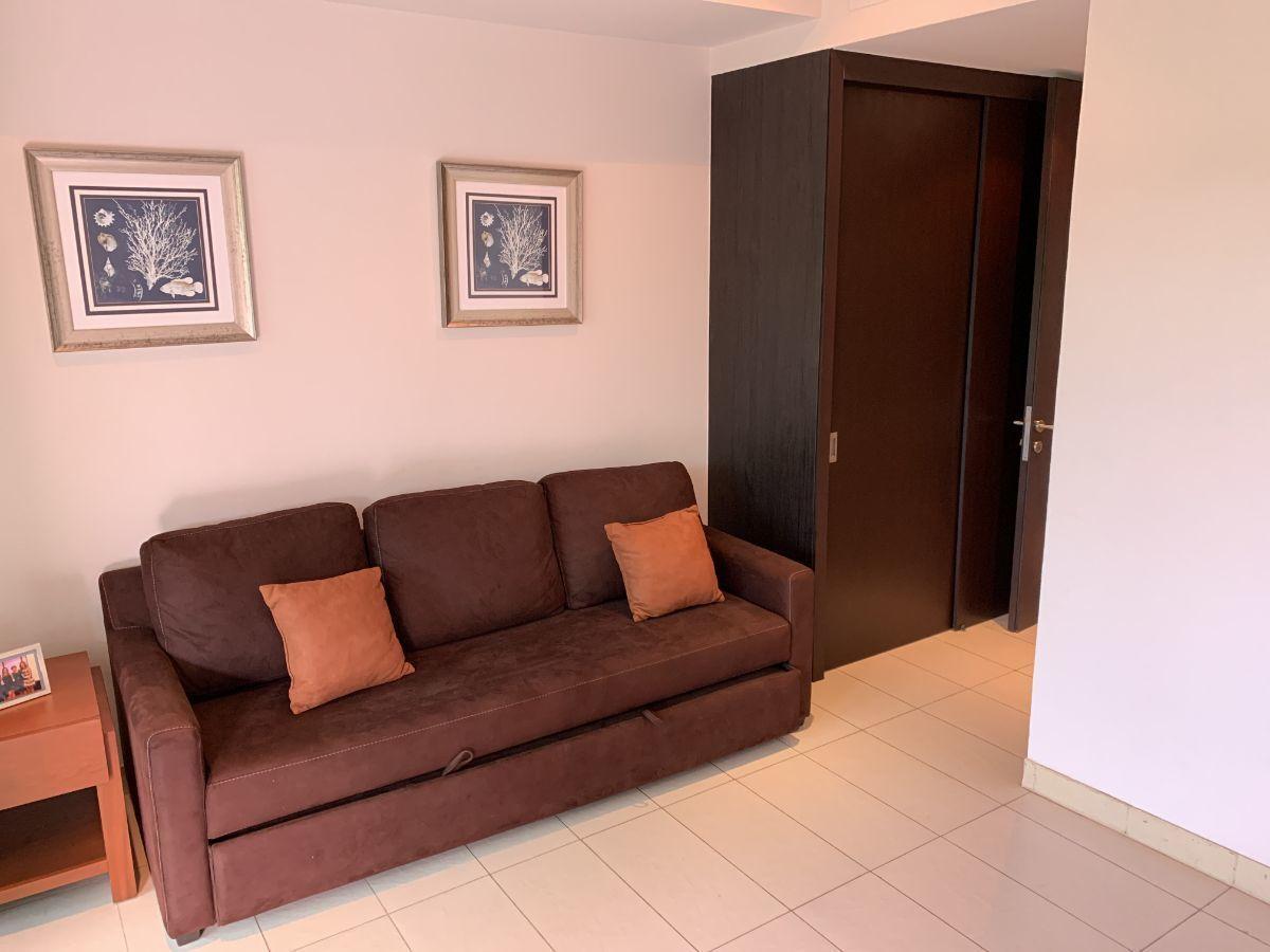 12 de 44: sofá cama en la habitación principal