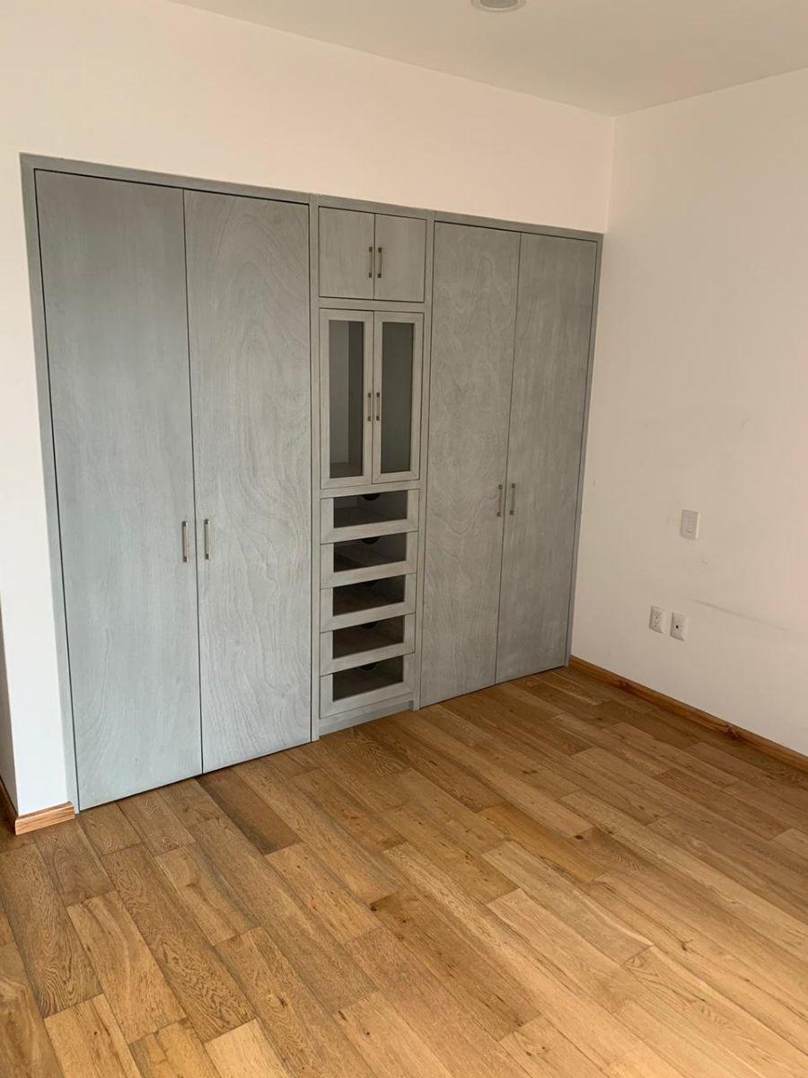 7 de 9: Closet de madera
