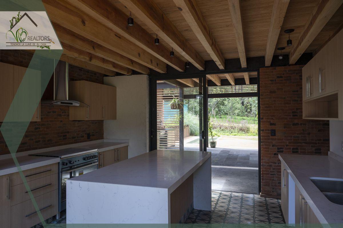 41 de 44: Cocina con acceso a terraza. Estufa marca Teka