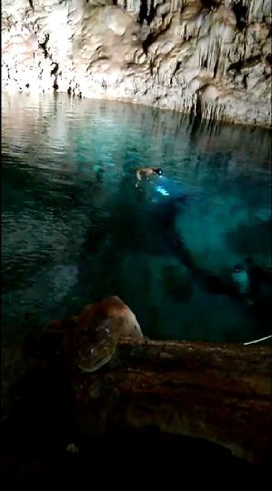 6 de 13: Agua cristalina y profunda