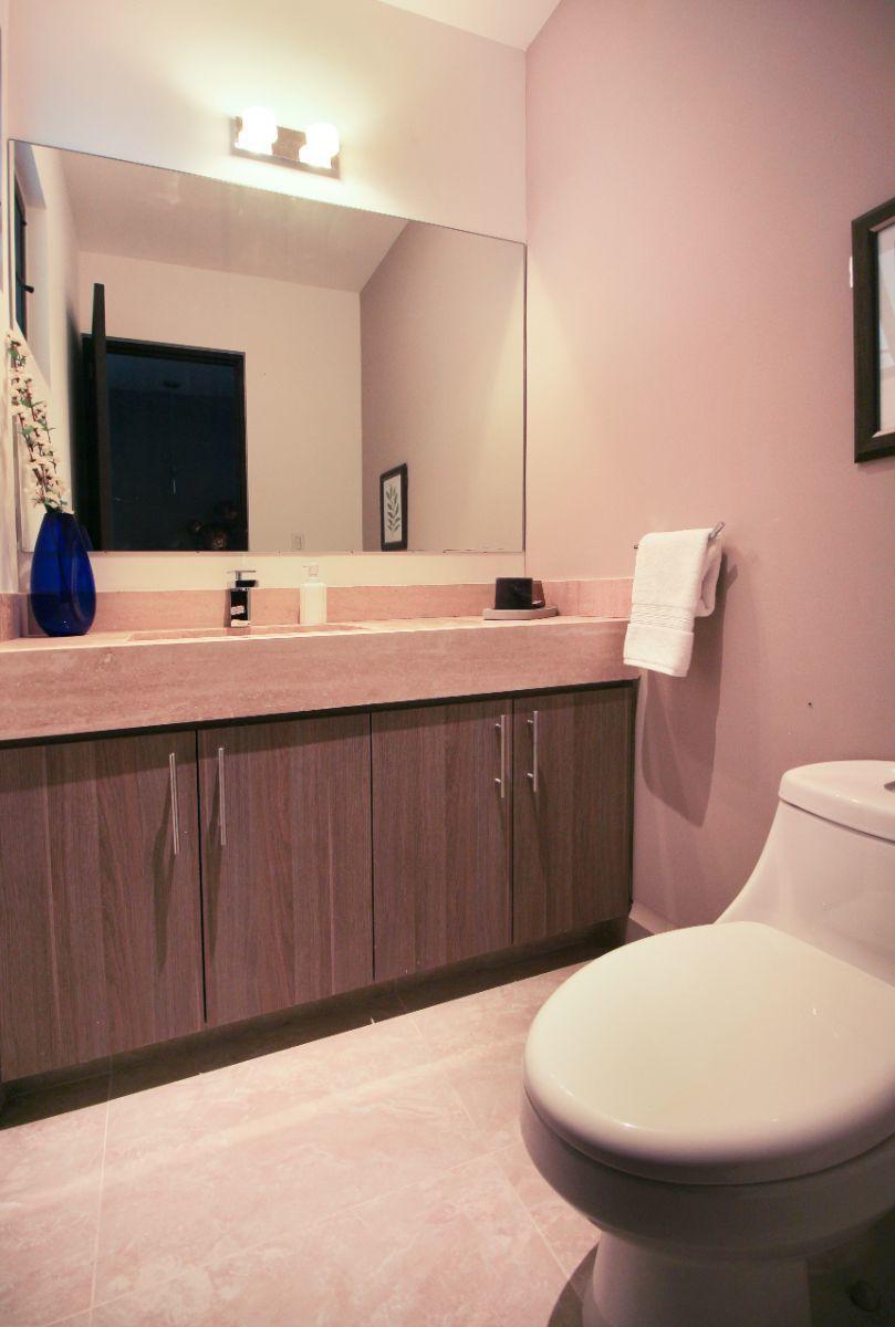 2 de 27: Medio baño en planta baja