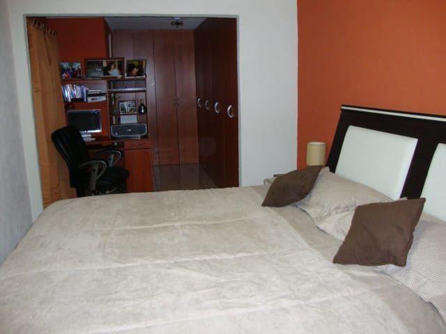 8 de 10: Habitación Máster con baño y closets