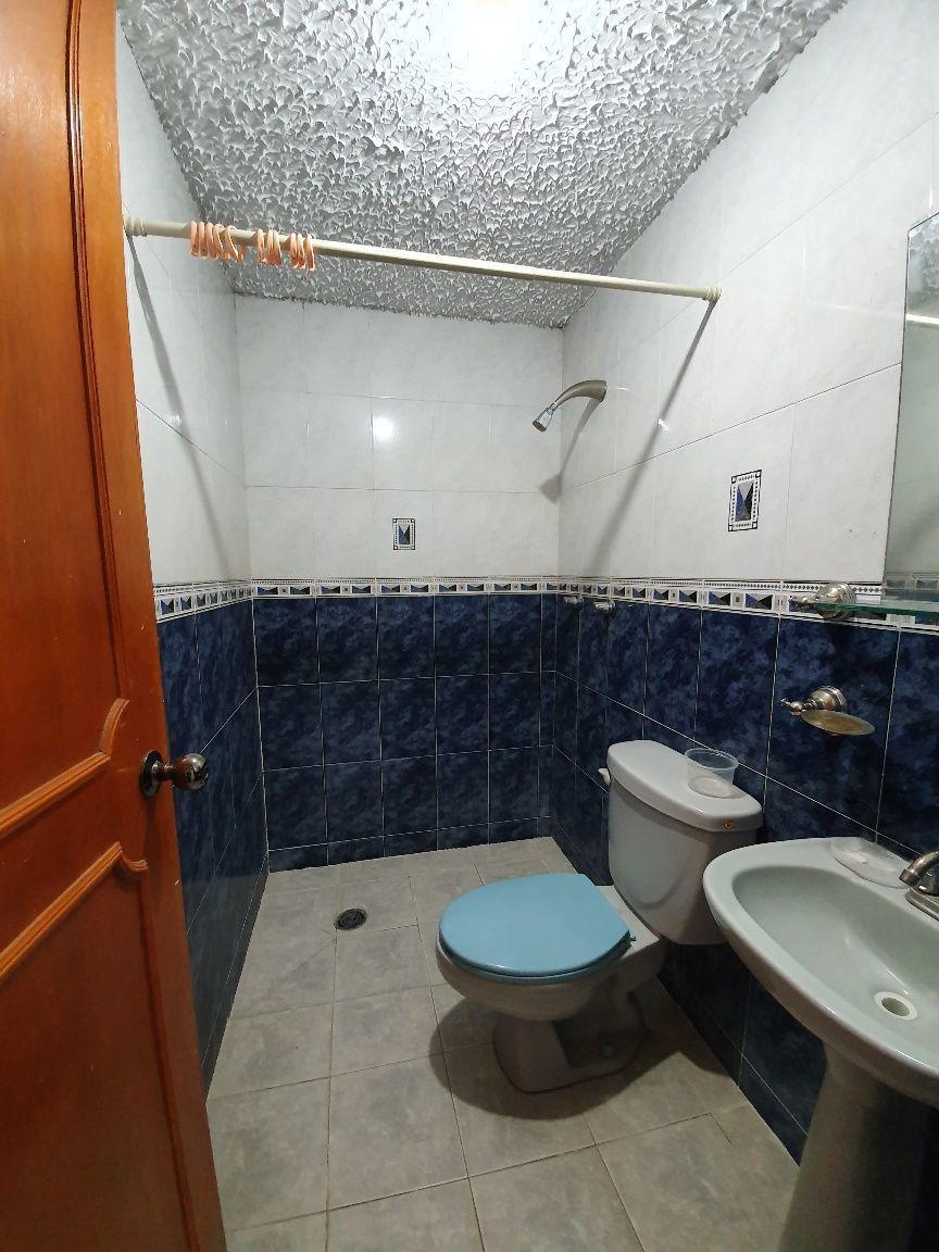 8 de 13: Baño 1